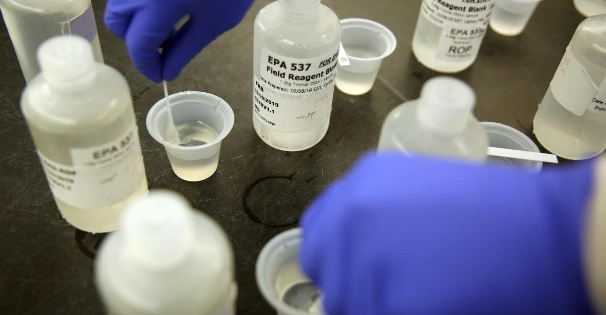 Contaminação por uso de solventes na codificação de embalagem